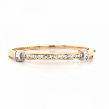 14 KARAT WHITE GOLD AND YELLOW GOLD BANGLE BRACELET