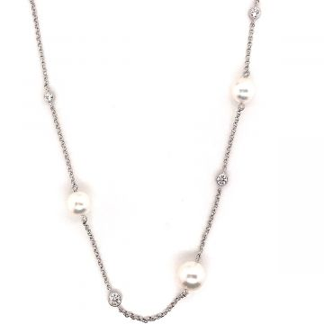 18 KARAT WHITE GOLD MIKIMOTO PEARL NECKLACE